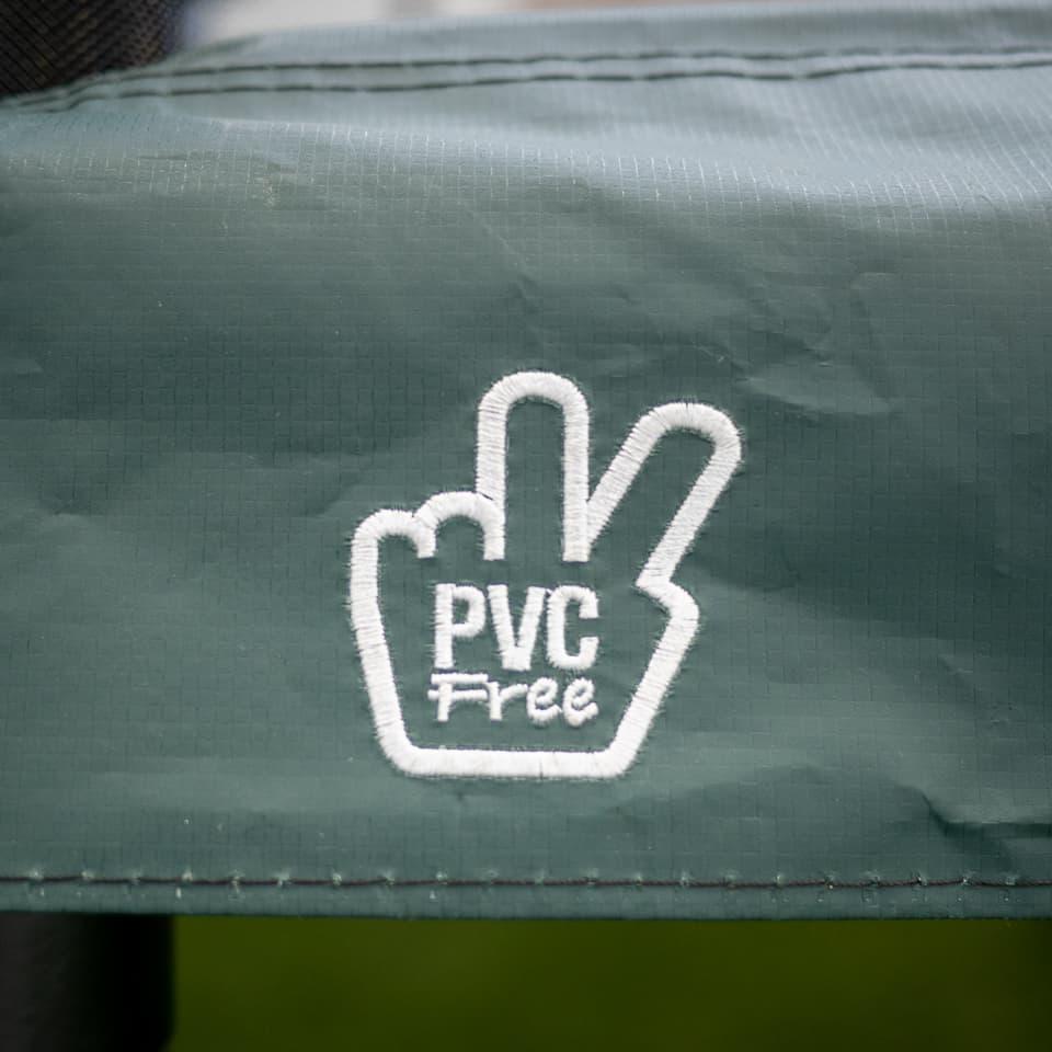 PVC-fri logga på kantskydd till studsmatta.